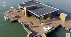 За год китаец на небольшие деньги построил плавучий дом на море